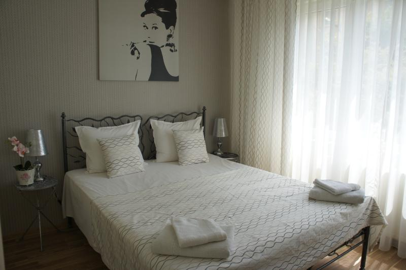 Royal Palace view apt. 1 bedroom, downtown city, Ferienwohnung in Bukarest