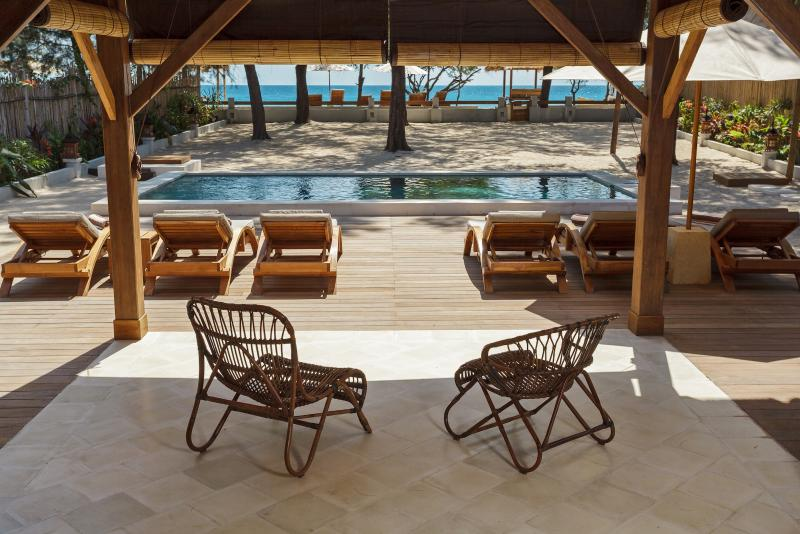 A CHILLING AREA BY THE POOL WITH SEA VIEW