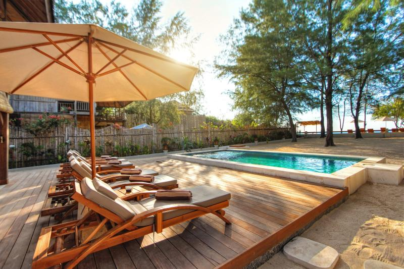 THE SWIMMING POOL DECK WITH SEA VIEW