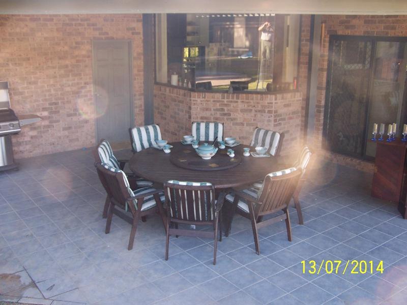 zone extérieure repas/Petit déjeuner donnant sur la piscine