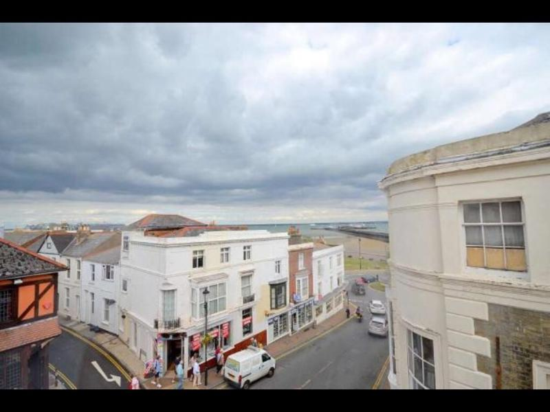 ONE BEDROOM FLAT IN RYDE ISLE OF WIGHT, vacation rental in Ryde