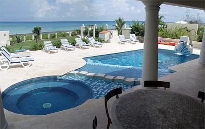 Villa Coronado Poolside