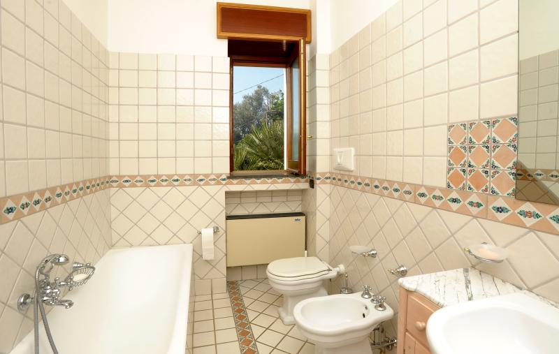 Salle de bain attenante à la chambre principale 1.