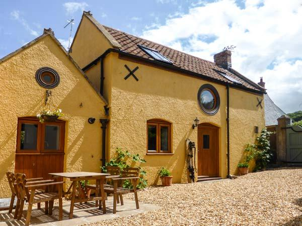 THE OLD COTTAGE, old terraced cottage, peaceful location, WiFi, in Hutton, Ref, Ferienwohnung in Bleadon