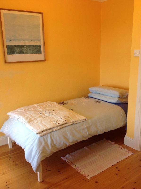Single Bed in En Suite Bedroom 1