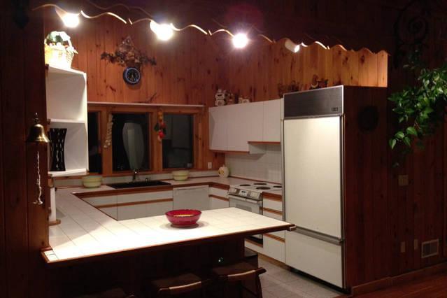Cocina...grande sub cero frigorífico, nueva tapa horno y estufa.