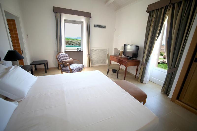 WINE TASTING PANIERE SICILIANO ALL INCLUSIVE, vacation rental in Donnafugata