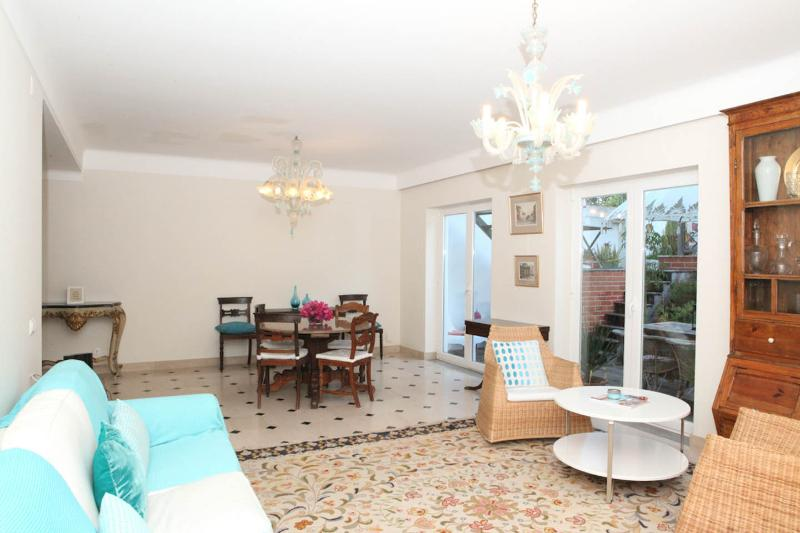 FABULOUS PRIVATE VILLA AND POOL IN CENTRAL LISBON, holiday rental in Lisbon District