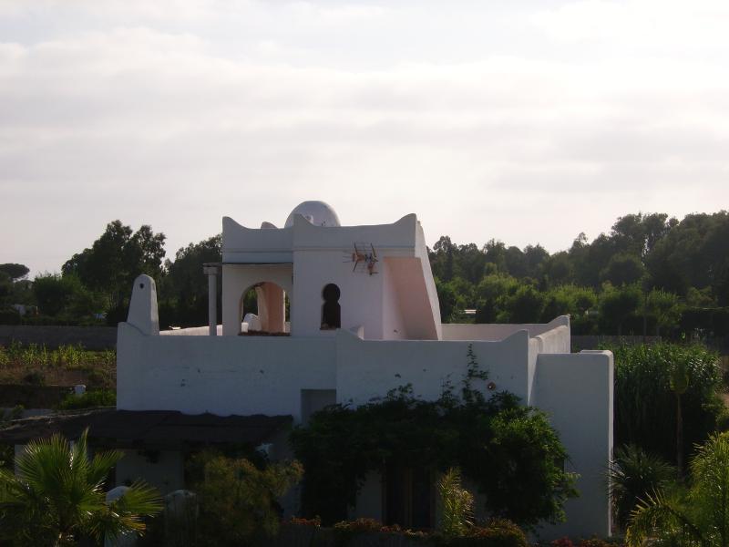 casa sulle sabbia stretta con piscina riscaldata e vasca idromassaggio all'aperto sul tetto