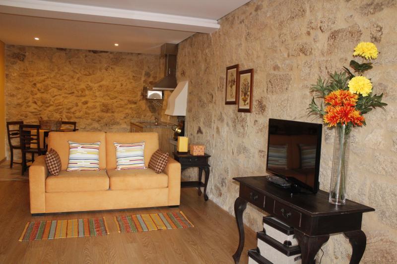 Casa da Nininha - T1 Amarelo, vacation rental in Vale de Cambra