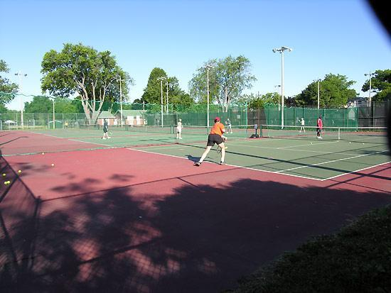 Tennis Courts in walking distance