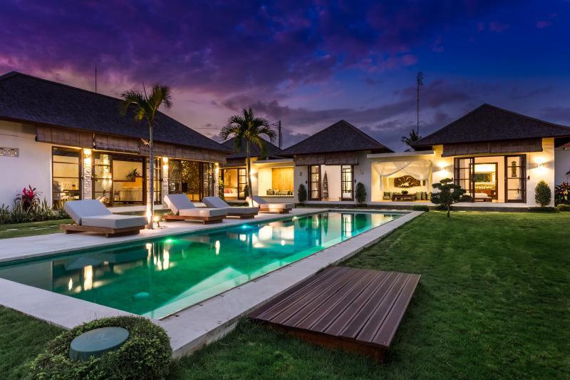 Villa Camilla - near Echo Beach, alquiler vacacional en Abianbase