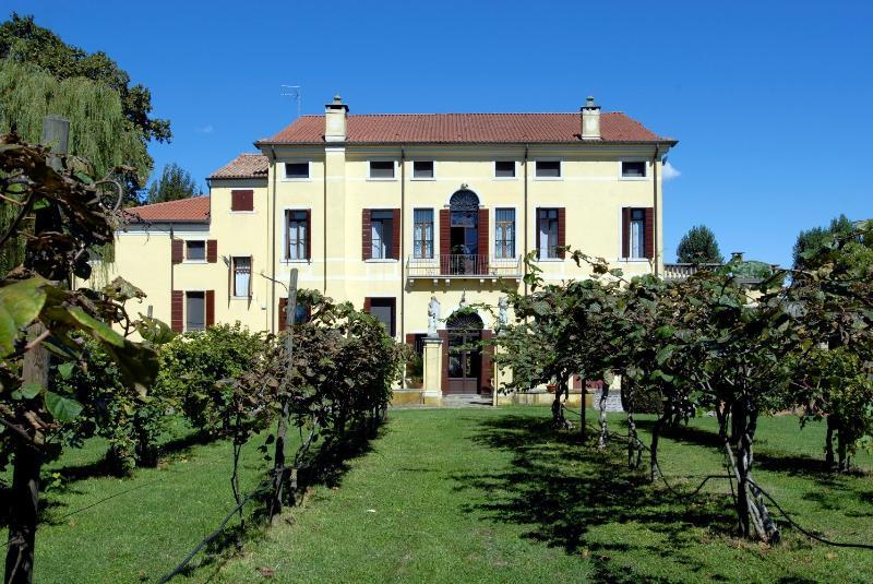 La fachada sur de la Villa