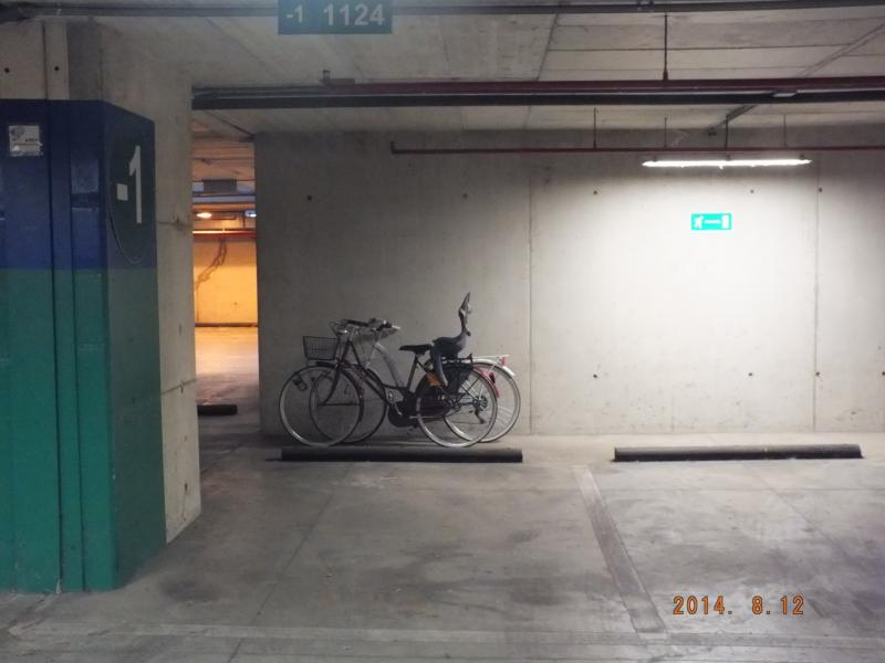 optional: private parking place (+2 bikes) 60 10 euro/day/week