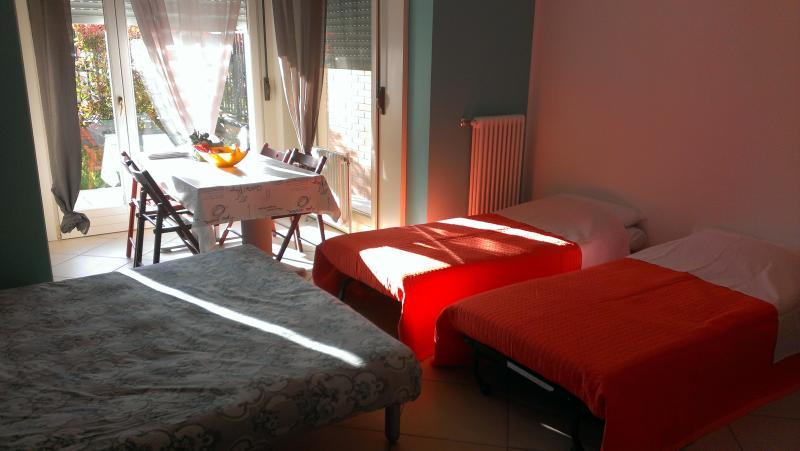 Versión de noche de apartamento con 4 camas