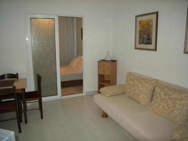 Two room studio for 3 persons, casa vacanza a Igalo
