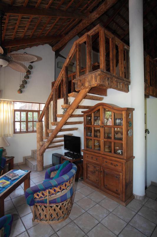 Trap naar tweede niveau op woonkamer
