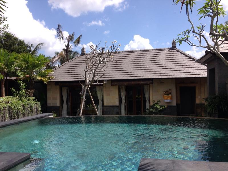 Guest house, good for visitors or teens. Includes separate changing rm for pool.