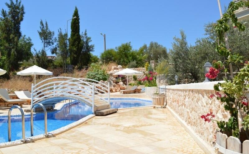Jardins et piscine Asfiya Retreat