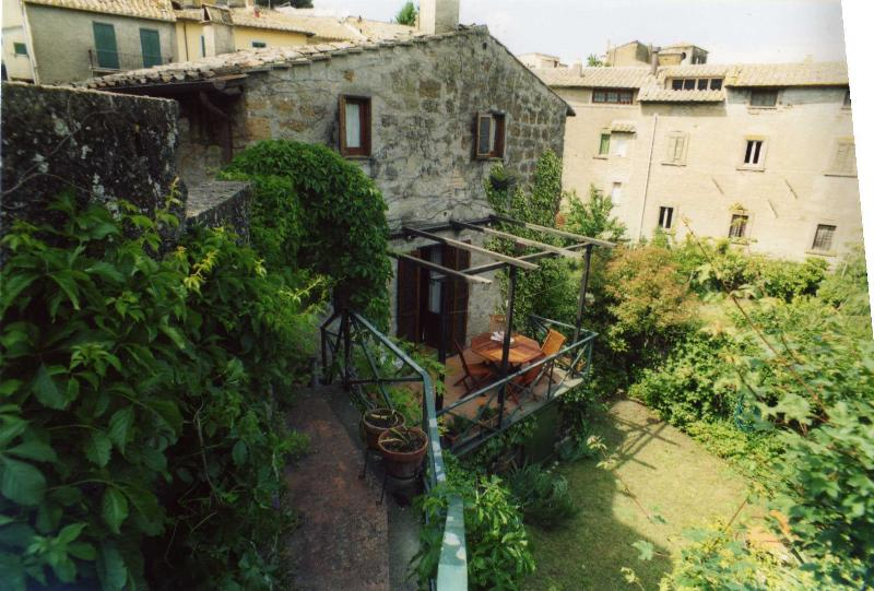 casa autonoma in antico villaggio, vacation rental in Penna in Teverina