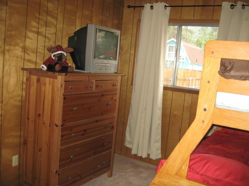 Cozy cabin with game room, vacation rental in Big Bear City