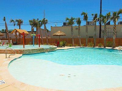 Restort Pool with Kids Pool