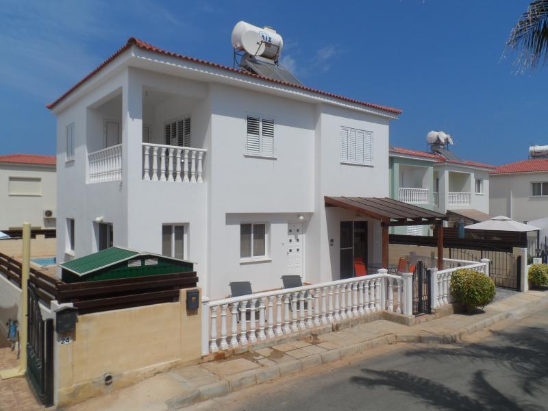 Normans Place, Ayia Triada Beach Gardens., location de vacances à District de Famagouste