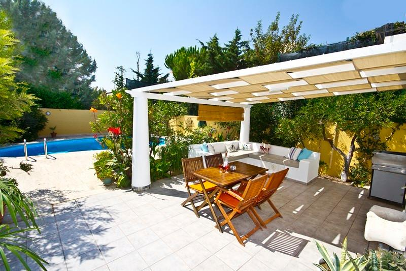 Lovely shaded dining and lounging pergola