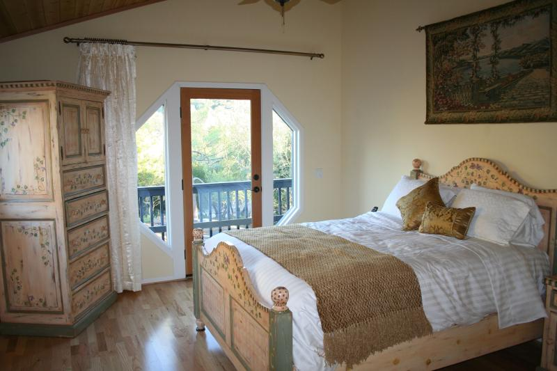 ROMANTIC RETREAT WITH SPA Close to town on private acre, vacation rental in Santa Barbara