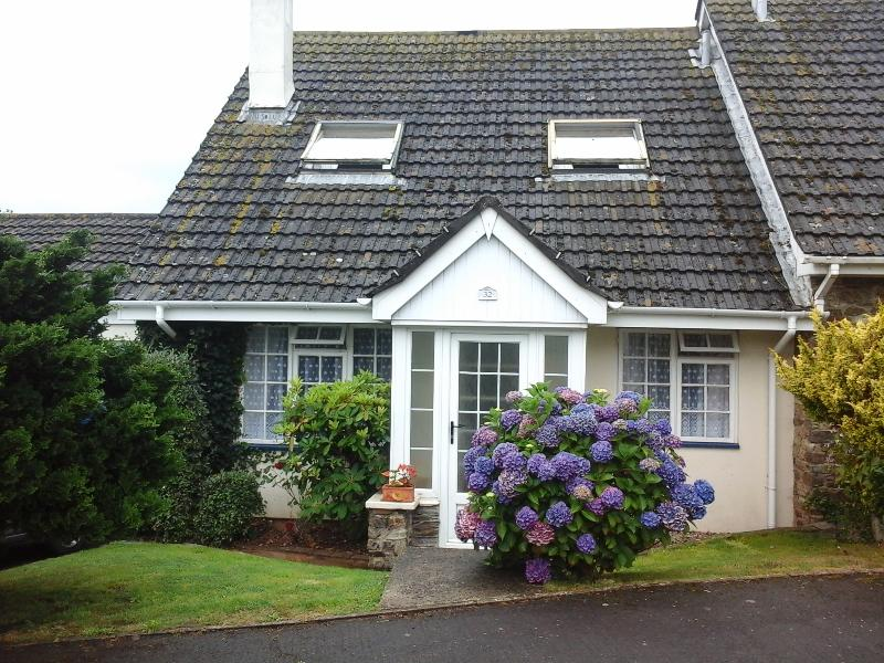 Pretty chalet style cottage in picturesque South Devon Village
