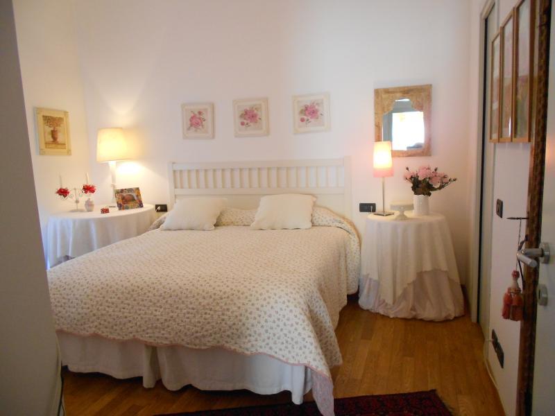 camera 'Rosa' matrimoniale, spaziosa con grande balcone