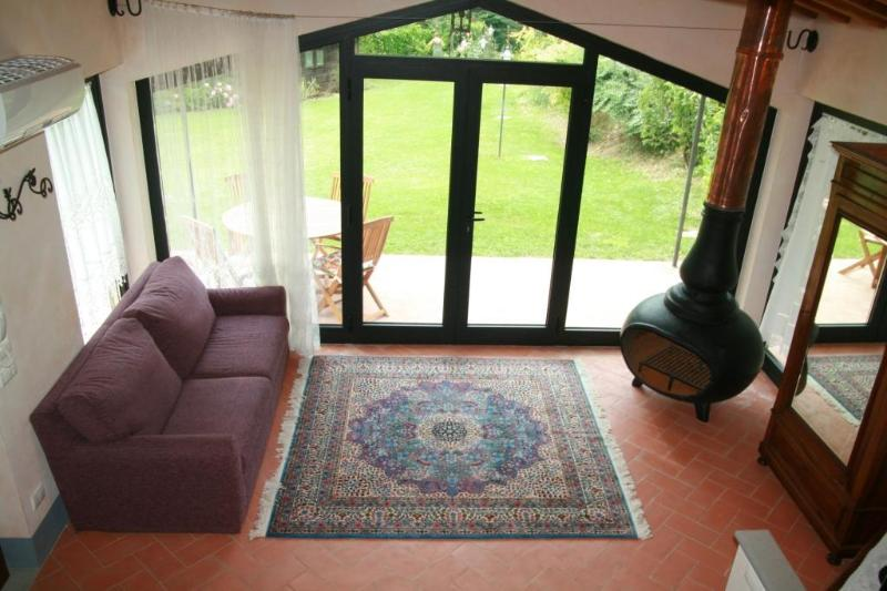 house and wonderful garden of exclusive use, holiday rental in Brucciano