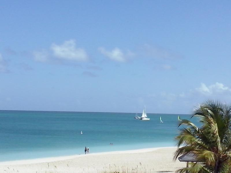 BEACHFRONT  1 BR 1 Bath,  (Sleeps 4)  TOP FLOOR ,high ceilings, gorgeous views, holiday rental in Providenciales
