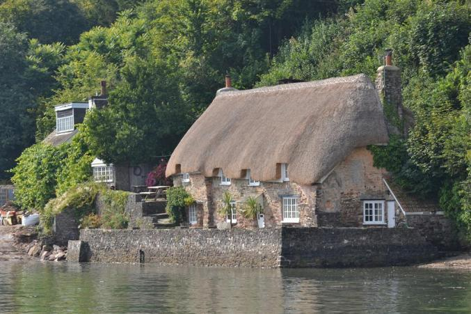 Smugglers Cottage Dittisham, the perfect riverside location.