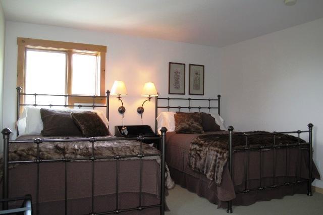 2ème étage chambre lit double