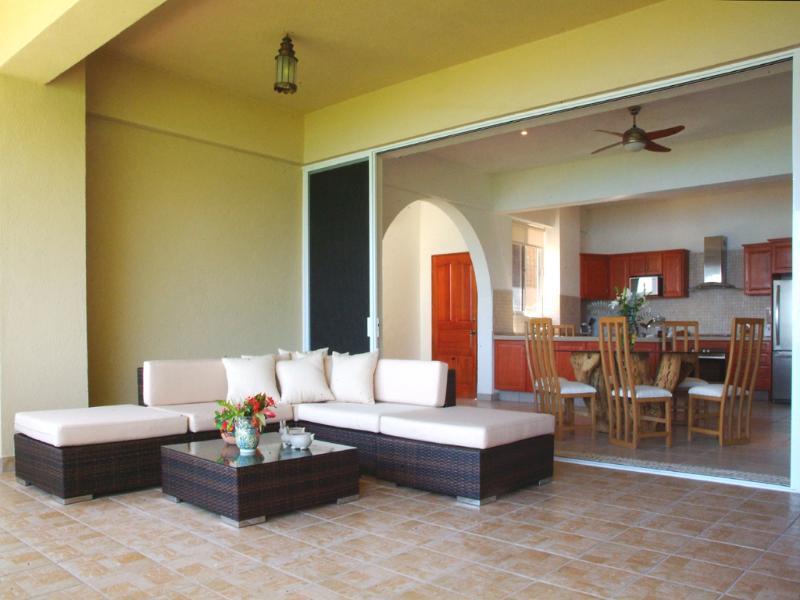Sala de estar ao ar livre (suave brisa do oceano)