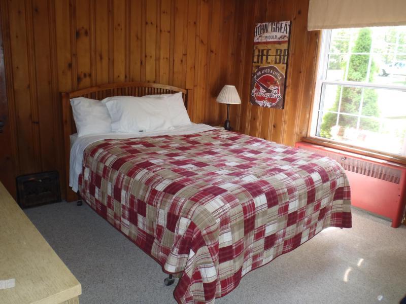1st Floor - Queen bed