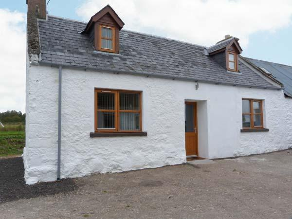 THE CROFT HOUSE, stone cottage, woodburner, off road parking, near Muir of Ord, vacation rental in Cononbridge