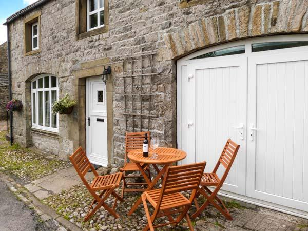 THE STABLES, pet-friendly cottage with Jacuzzi bath, great views, patio in, casa vacanza a Horton-in-Ribblesdale