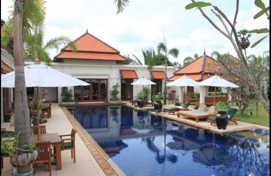 20m. Private Pool and Jacuzzi with the Villa view