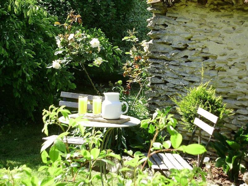 Au fond du jardin, un coin lecture