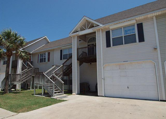 This lovely town home is just a short walk to the beach in downtown Port A, alquiler de vacaciones en Port Aransas