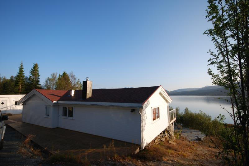 Fantastic holiday house by the sea, alquiler de vacaciones en Troms