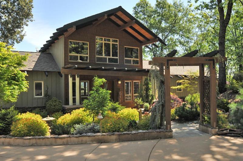 Stunning retreat overlooking the Sierras, vacation rental in Grass Valley