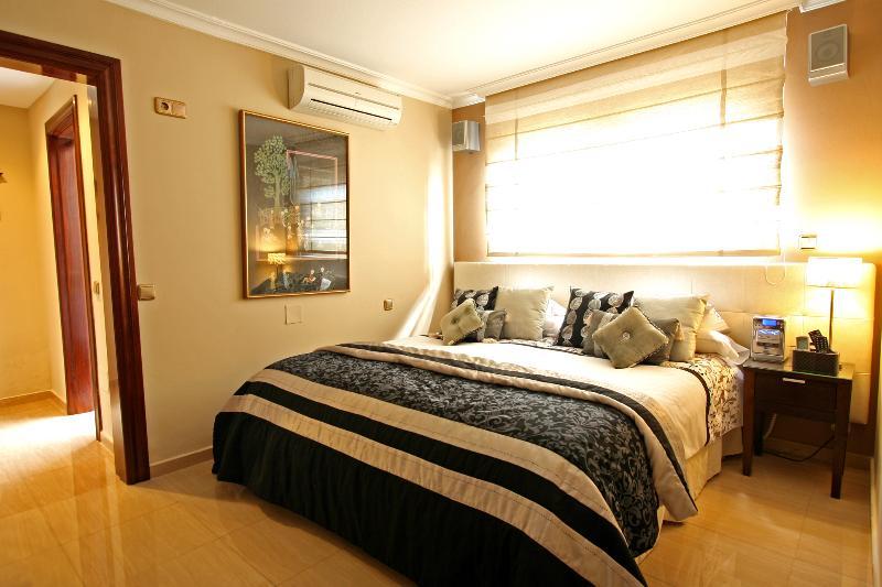 Chambre N. 3, 25 m2, A / C, centre de musique, la télévision avec 500 chaînes, etc .. Option: taille Super King lit