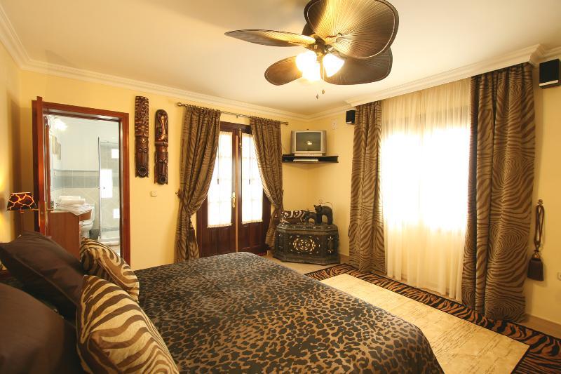 Chambre N. 5, 23 m2, A / C, centre de musique, la télévision avec 500 chaînes, etc .. Option: taille Super King lit