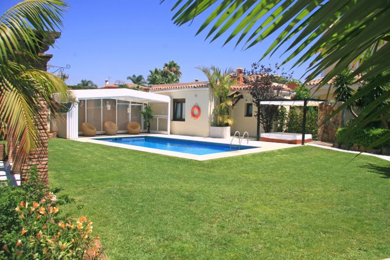 Dans le jardin et situé à côté de la piscine, vous trouverez l'appartement-Anex
