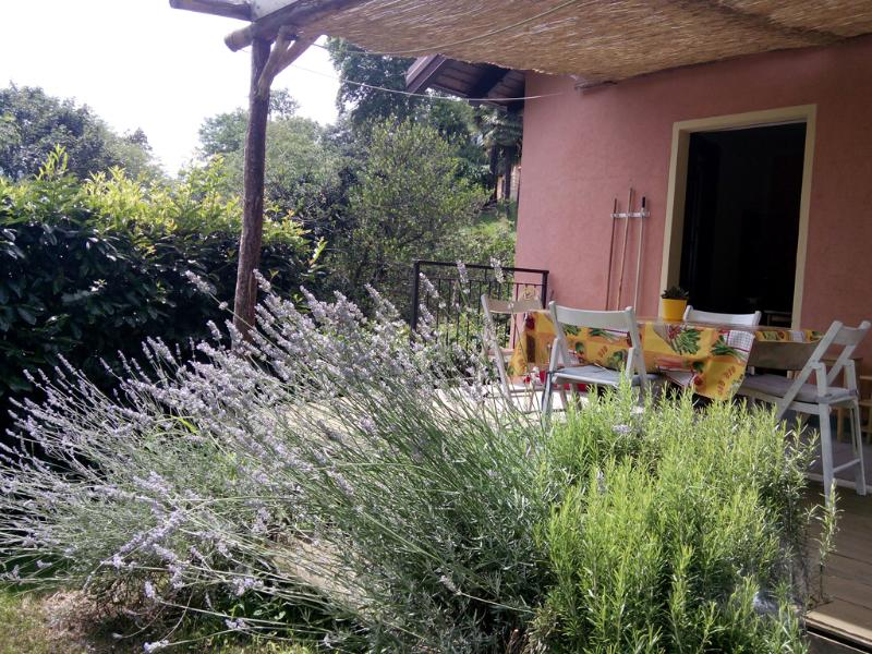 COSY COUNTRYHOUSE,OWN GARDEN, BBQ, holiday rental in Pallanza