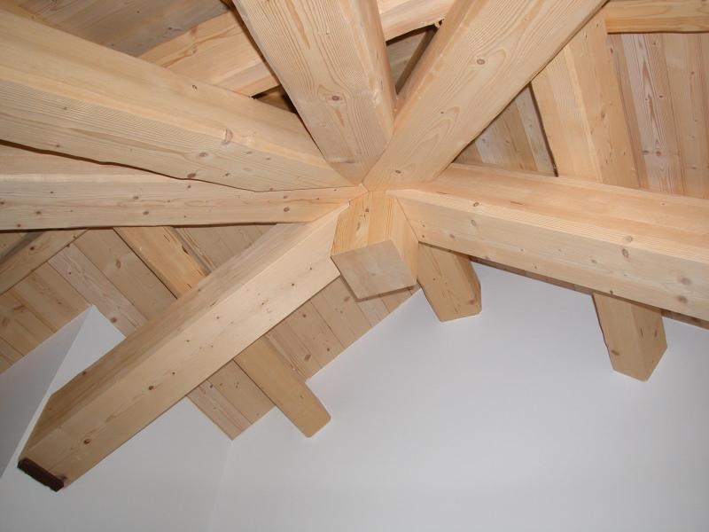 The ceiling is made up of fir wood beams