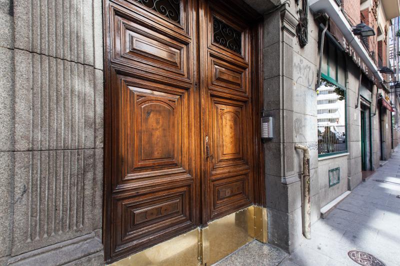 Porte du bâtiment